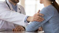 فرضت نقابة أطباء كيبيك غرامة مالية قدرها 7.500 دولار على الطبيب مسعود هرمة - iStock / Fizkes