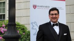 يشغل الكندي-الجزائري سليم بوقرموح منصب المدير المساعد المسؤول عن الأبحاث السريرية وتطوير اللقاحات في شركة فايزر - Photo/Facebook