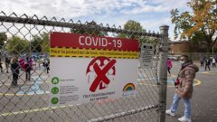 تواجه المدارس ارتفاع في عدد حالات العدوى حيث تم إغلاق 1.174 فصلًا بسبب وجود حالات لكوفيد-19 بما في ذلك 324 حالة في اليومين الماضيين - The Canadian Press / Ryan Remiorz
