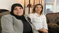 (من اليمين إلى اليسار) : ليلى و منّوبية بوعزيزي أخت وأمّ محمّد بوعزيزي في شقّتهما في مونتريال - ديسمبر كانون الأول 2020 - Photo / Radio-Canada