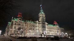 أضواء الميلاد تزيّن مقرّ الجمعيّة الوطنيّة في مدينة كيبيك/Facebook//AssnatQc