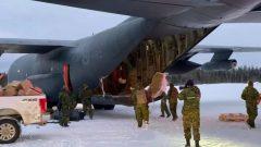 جنود كنديّون انتشروا في محميّة شاماتاوا للسكّان الأصليّين في ملنيتوبا في 12-12-2020/Eric Redhead/Facebook