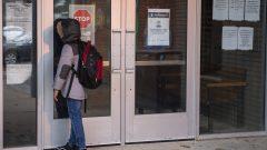 استأنفت المدارس الكنديّة التدريس حضوريّا وعن بعد في مختلف أنحاء البلاد في وقت يستمرّ عدد حالات كوفيد-19 في الارتفاع/Frank Gunn/CP