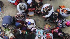 تحضير المأكولات الشهيّة من بين تقاليد رأس السنة الأمازيغيّة الذي تحتفا به دول شمال إفريقيا/Fateh Guidoum/AP