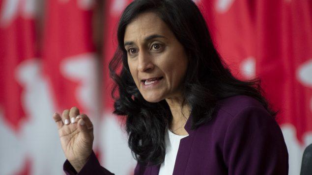 أنيتا أناند ، وزيرة الخدمات العامة والمشتريات أن كندا - Photo : Adrian Wyld / The Canadian Press
