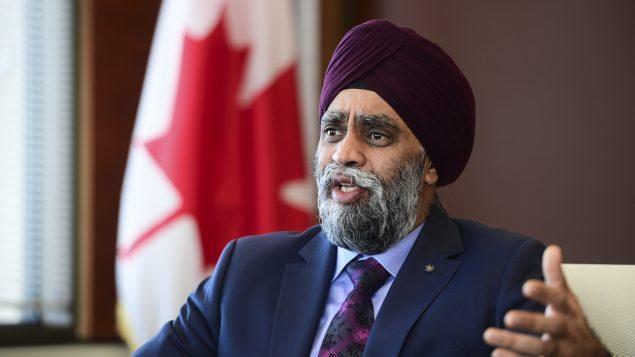 وزير الدفاع الكندي هارجيت سجان قال إنّه يأخذ بالكثير من الجديّة الادّعاءات، بغضّ النظر عن رتبة صاحبها أو لقبه//Sean Kilpatrick/CP