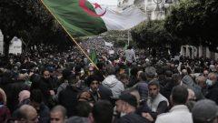 zخرج آلاف الجزائريّين إلى الشارع في الذكرى الثانية للحراك الشعبي في 22-02-2021/Toufik Doudou/AP