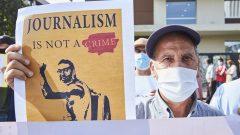 مظاهرة أمام محكمة الدار البيضاء في 22-09-2020 احتجاجا على محاكمة الصحفي عمر راضي في المغرب الذي قالت منظّمة العفو الدوليّة إنّ السلطات المغربيّة كانت تتجسّس عليه بواسطة برمجيّة إسرائيليّة/Abdeljalil Bounhar/AP