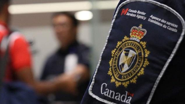 بسبب جائحة كوفيد-19، لا تسمح الحكومة الكندية بدخول حاملي تأشيرات الهجرة التي تمّ اصدارها بعد تاريخ 18 مارس آذار 2020 إلّا إذا كان ذلك في إطار كفالة عائلية - Photo : Canada Border Services Agency