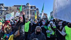يوم الأحد، نُظّمت مظاهرة أخرى جابت شوارع المدينة من ساحة كندا إلى مقرّ القنصلية شارك فيها المئات من جزائريي الانتشار - Photo : Omar Abdelkhalek / Courtesy