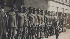أعضاء كتيبة البناء في ترورو في نوفا سكوشا عام 1916 قبل التوجّه إلى فرنسا وبريطانيا/Archives de la Nouvelle-Écosse)