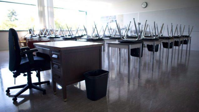 قرّرت السلطات المحليّة في عدد من المقاطعات إغلاق المدارس مع تنامي انتشار عدوى فيروس كورونا المستجدّ/Jonathan Hayward/CP