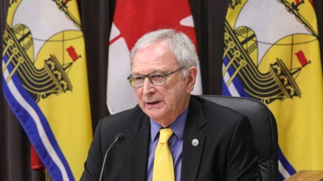 رئيس حكومة نيو برنزويك بلين هيغز أعلن تغيير خطّة التطعيم التي أعطت الأولويّة في تلقّي اللقاح إلى فئة الشباب/the Government of New Brunswick
