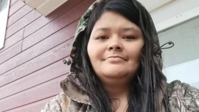جويس إيشاكوان من أمّة أتيكاميك من السكّان الأصليّين تعرّضة لِسوء المعاملة في مستشفى جولييت كما ظهر في شريط فيديو نشرته على موقع فيسبوك قبل لحظات من وفاتها/Facebook