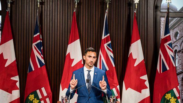 ستيفن ليتشيه وزير التربية في أونتاريو /Christopher Katsarov/The canadian Presseش