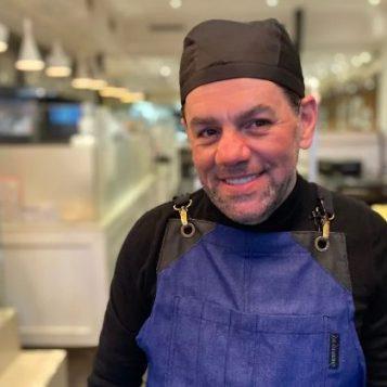 """قصص نجاح عربية في كندا -الحلقة 6- محمّد فقيه، مؤسّس سلسلة مطاعم """"باراماونت"""""""