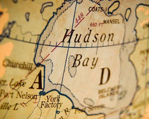 في أية مقاطعة يقع خليج هدسون ؟