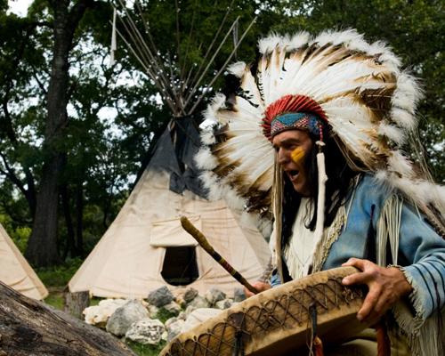 ما اسم أوائل سكان كيبك؟