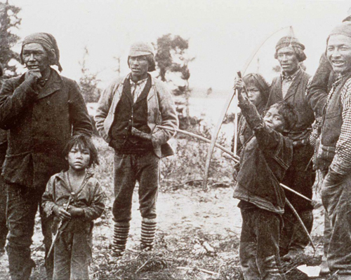 Nommez trois des plus importants groupes d'autochtones des Territoires du Nord-Ouest?