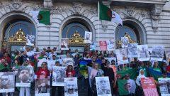 Des membres de la diaspora algérienne des États-Unis lors d'un rassemblement devant l'Hôtel de ville de San Francisco en novembre dernier en soutien au mouvement populaire en Algérie – Facebook/Dz United