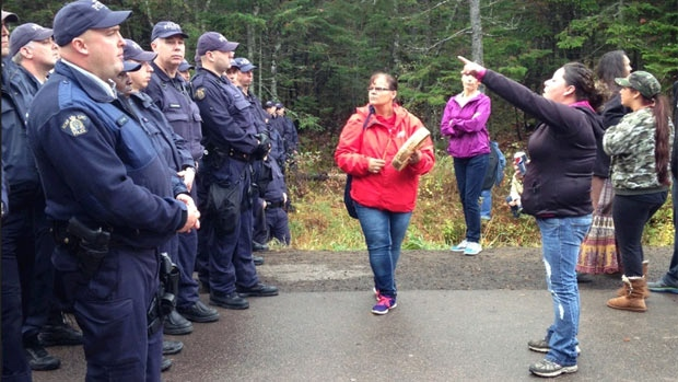 Elsipogtog First Nation Indigenous protesters face RCMP police officers. (Photo: CBC)