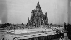 By August 1916 nothing remains of the original building and reconstruction of a new Centre Block is just beginning (photo- Library and Archives Canada)