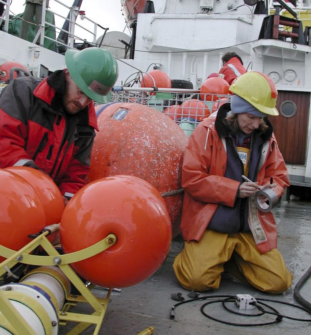 Rebecca Woodgate (R) and Dan Naber prepare a mooring to be deployed into the Bering Strait on board the Russian ship Professor Khromov in this August 25, 2009 file photo. Jeff Jones/REUTERS/Files