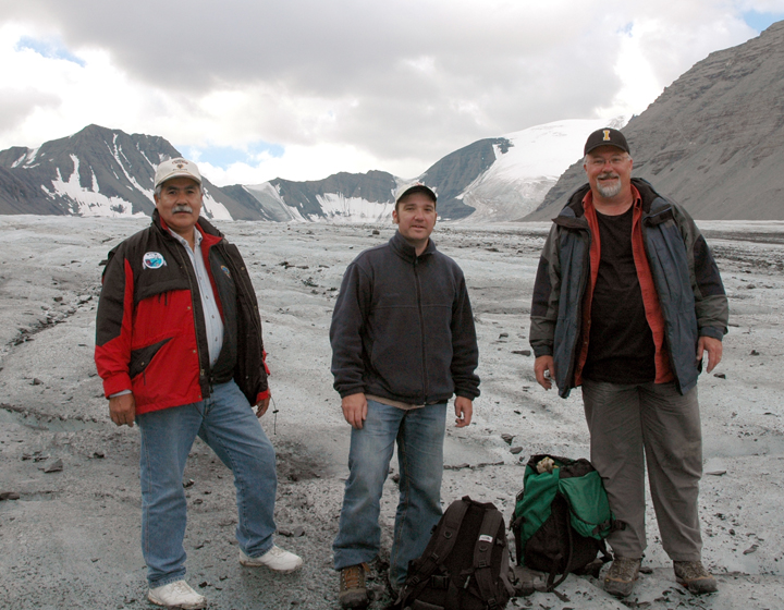 (Left to right) Leon Andrew, Glen MacKay, Tom Andrews; field research team. T. Andrews/GNWT