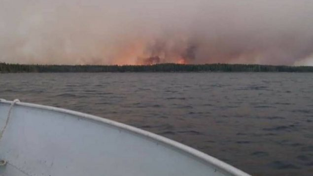 Canada's air force planes have evacuated two communities in eastern Manitoba threatened by a large wildfire