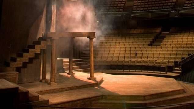 The interior stage and design is similar to that of Shakespeare's original