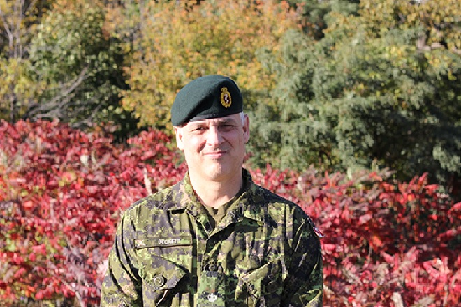 A Lieutenant Colonel in the Canadian Forces medical service, Dr Andrew Beckett spends much of his time at McGill University as a medical professor, and as a trauma specialist and ICU doctor at the Montreal General Hospital (MUHC)