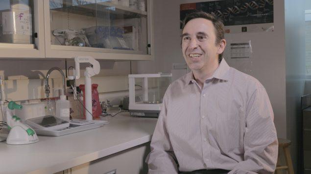 Prof. Carlos Filipe in a laboratory.