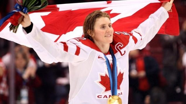 Haley Wickenheiser goes to the Hockey Hall of Fame in familiar company