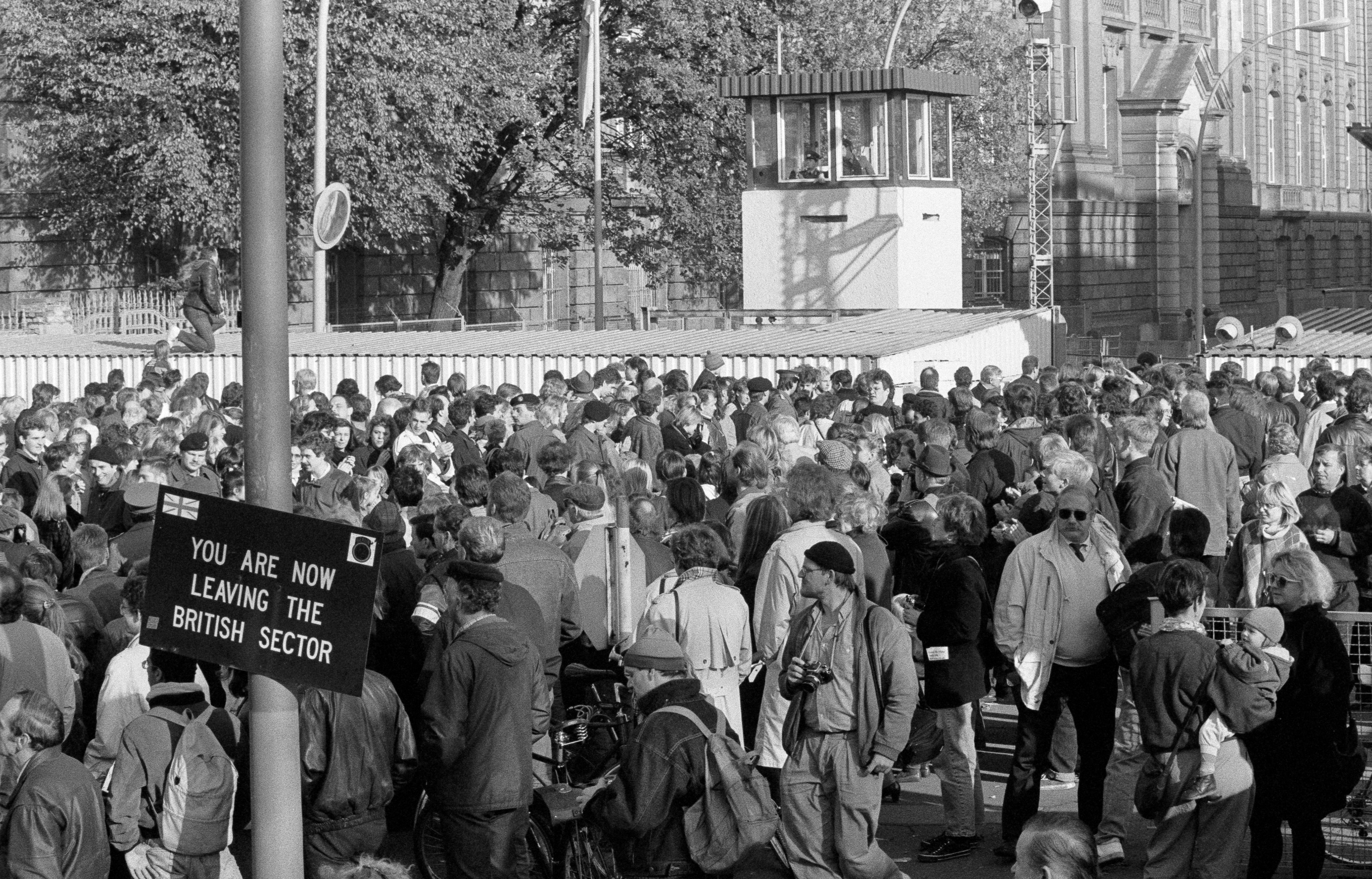 West Berlin citizens welcome East Germans who passed the border checkpoint Invalidenstrasse. (Fabrizio Bensch / REUTERS)