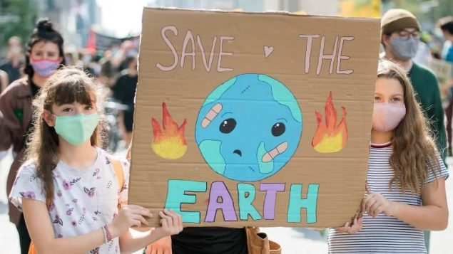 Montrealers turn out for Thunberg-inspired climate rally