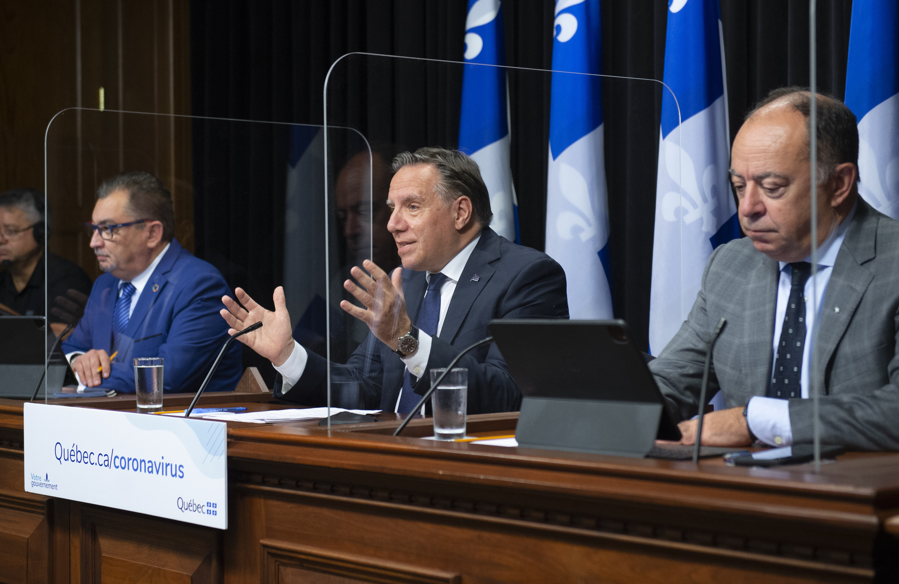 Covid 19 Please Stay Home Quebec Tells Citizens Rci English
