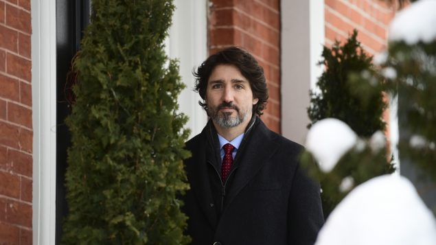 Trudeau urges Canadians to cancel all holiday travel plans