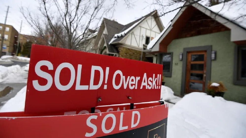 Housing in Canada, unaffordable, but selling like mad