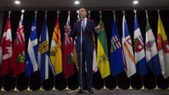 وزير المال الكندي بيل مورنو تحدّث إلى الصحفيّين بعد اجتماعه بوزراء المال الكنديّين في 10-12-2018/Adrian Wyld/CP