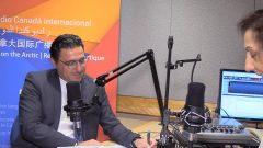 الدكتور فؤاد زمكحل رئيس تجمّع رجال وسيّدات الأعمال اللبناني حول العالم في استديو راديو كندا الدولي/RCI