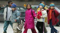 يجد أكثر من مائة من أطفال الأجانب أنفسهم على هامش النظام الصحي كل عام بسبب نقص التغطية الطبية - The Canadian Press / Kevin Frayer