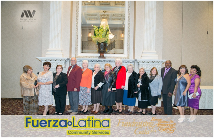 Participantes de la tercera edad a las actividades de Fuerza Latina