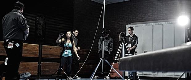 Jóvenes realizando un video en el marco del proyecto La Relève de Maison KekPart