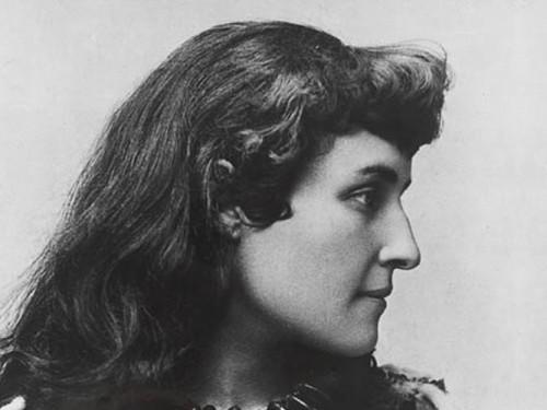 Pauline Johnson (1861-1913), poetisa, escritora y artista indígena Mohawk, también conocida bajo el nombre de Tekahionwake (Foto: Banque du Canada)