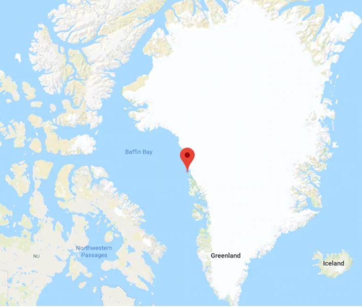 Enorme Iceberg se separa de glaciar en Groenlandia