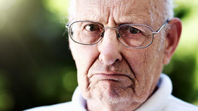 La empatía aumenta con la edad pero en la vejez, desaparece