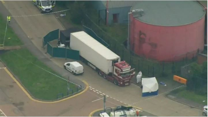 39 personas encontradas muertas en un camión contenedor en el sur de Inglaterra: serian migrantes