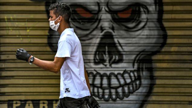 Mayoría de canadienses aprueba máscaras, crece temor a un nuevo confinamiento