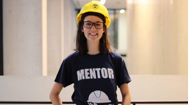 Estudiante de ingenieria alienta a las mujeres a seguir carreras en ciencias