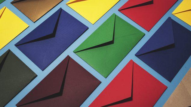 El servicio de correos de Canadá envía una tarjeta postal prepagada a todos los hogares